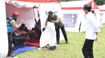 Presiden Temui Pengungsi di Stadion Manakarra Mamuju, Pastikan Bantuan Bagi Warga Terdampak Gempa